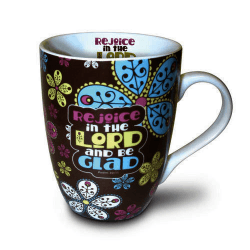 """TASSE MULTICOLORE AVEC FOND BRUN """"REJOICE IN THE LORD AND BE GLAD"""" 350 ML"""